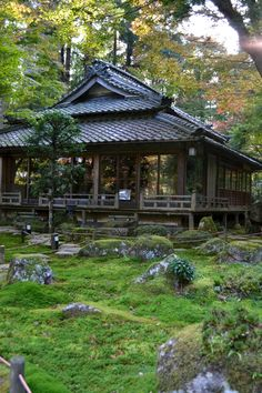Kyorinbo (教林坊) is a local Buddhist temple in Azuchi-cho, which is now part of Omihachiman City. Temple Architecture, Japanese Architecture, Beautiful Landscape Photography, Beautiful Landscapes, Atrium Design, Zen Interiors, Japanese Tea House, Japanese Temple, Lake Cottage