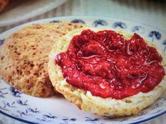 Her er en enkel og grei oppskrift på frokost scones som jegbare harendret litt.... Nom Nom, Recipies, Food And Drink, Health Fitness, Low Carb, Keto, Bread, Baking, Desserts