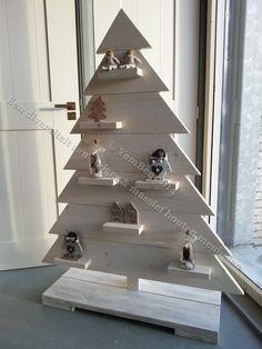 Sfeervolle kerstboom van steigerhout