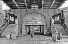 U-Bahnhof Dimitroffstraße Hintereingang 17.2.1985 Heute heisst dieses U-Bhf Eberswalder Str., bevor 1945 Danziger Str.: