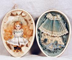 doll presentation