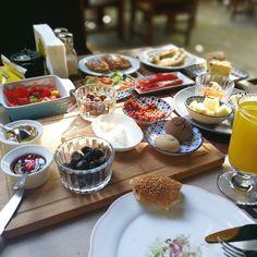 It could be a little bit too much but I love Turkish breakfast!! Puede ser un poquito demasiado pero adoro el desayuno Turco!! #Kahvalte #hollidaysmood #healthylifestyle #fitsummer #fitbreakfast #estoesvida #vacaciones #foodporn