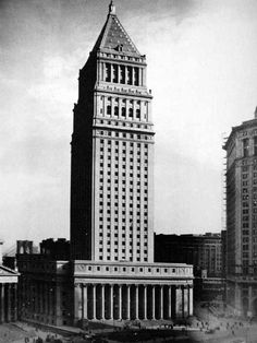 New York Architecture Images- THE U.S. COURTHOUSE(1933-36) with pyramidal top like Bankers Trust(1933)