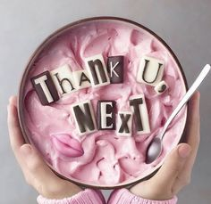 This Thank U Next Smoothie Bowl is iconic Awesome, great food Smoothie Recipes, Smoothies, Cute Food, Yummy Food, Smoothie Bol, Kreative Desserts, Cute Baking, Food Goals, Breakfast Bowls