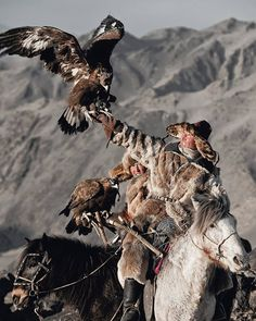 Among many Kazakh traditions is the ancient art of eagle hunting. For more than two centuries, Kazakh men have hunted on horseback with trained golden eagles. Mongolia, People Around The World, Around The Worlds, Eagle Hunting, Jimmy Nelson, Foto Art, Central Asia, World Cultures, Folklore