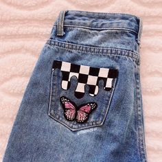 Discover recipes, home ideas, style inspiration and other ideas to try. Painted Jeans, Painted Clothes, Diy Clothes Paint, Painted Shorts, Teen Fashion Outfits, Diy Fashion, Diy Clothing, Custom Clothes, Customised Clothes