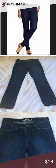 """Old Navy Sweetheart skinny jeans, size 12 short These Old Navy jeans are a dark wash, skinny sweetheart cut, size 12 short. Waist 18"""" when laid flat, 10"""" rise, 28"""" inseam. Smoke free home, and reasonable offers are considered. Old Navy Jeans Skinny"""