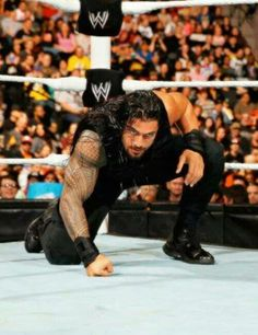 Roman Reigns and the superman punch <3