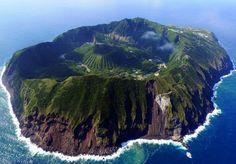 'île d'Agoshima est une petite île volcanique japonaise située dans la mer des Philippines.