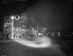 Nighttime at Piccadilly Circus, the shining neon heart of London Royal Pavilion, Illuminated Signs, Piccadilly Circus, Night Shot, Beautiful Park, Old London, The Shining, Advertising Signs, Travel News