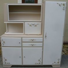 Retro Furniture Makeover, Refurbished Furniture, Painted Furniture, Backyard House, Painting Cabinets, Decor Crafts, Home Decor, Home And Living, Locker Storage