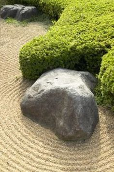 A Zen garden combines the practical with the artistic. Traditionally, zen gardens aimed to recreate the essence of the natural world in a small space. Modern zen gardeners are frequently content with . Concrete Crafts, Concrete Art, Concrete Projects, Concrete Molds, Concrete Casting, Concrete Garden, Zen Sand Garden, Garden Art, Garden Design
