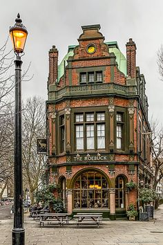 The facade of this stunning heritage pub in London's Borough is just beautiful. This area is a great place to visit in London for pubs. Check out London Hotels Pubs In London, London Places, London Hotels, Oh The Places You'll Go, Places To Travel, Places To Visit, Beautiful Buildings, Beautiful Places, Beautiful London