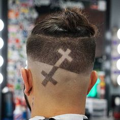 cool mens hairstyles that really are stylish! Mens Hairstyles 2018, Mohawk Hairstyles Men, Mens Medium Length Hairstyles, Popular Mens Hairstyles, Cool Hairstyles For Men, Haircuts For Men, Haare Tattoo Designs, Pelo Popular, Undercut Hair Designs