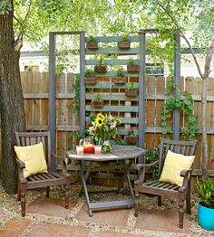 Great ideas for transforming wood pallets into outdoor and indoor accents like tis pallet garden trellis