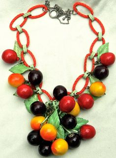 berries + leaves [celluloid / bakelite necklace]