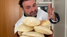 Pane Arabo fatto in casa, con lievito di birra o lievito madre - YouTube Moroccan Bread, Focaccia Pizza, Bun Recipe, Naan, Biscotti, Finger Foods, Food Art, Nutella, Bread Recipes