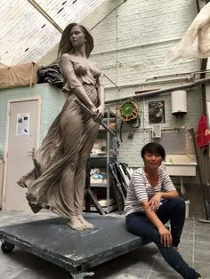 Artista cria esculturas em escala real inspiradas na arte renascentista