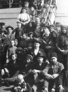 Italian Immigrants arrive at Ellis Island, 1905. This shows that people were pileling on the boats in Italy and heading for the U.S.