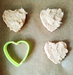 Biscuiti moi cu fructe pentru copii | Baby Food Recipes, Kids And Parenting, Cookie Cutters, Cookies, Banana, Recipes For Baby Food, Crack Crackers, Biscuits, Cookie Recipes