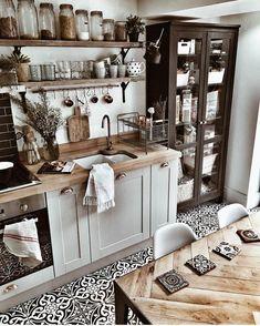 45 Best Vintage Kitchen Design Ideas to Impress Your Guests - KüchenDekoration Kitchen Interior, Vintage Kitchen, Kitchen Remodel, Kitchen Decor, New Kitchen, Country Kitchen, Home Kitchens, Kitchen Renovation, Kitchen Design