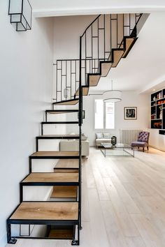 Why have a grand spiral staircase in your home when it doesn't make sense? A minimalist staircase is perfect for this home. Arguably, it's just as grand! Diy Interior, Interior Exterior, Interior Architecture, Interior Design, Escalier Art, Steel Stairs, Art Deco, Modern Stairs, Loft Room