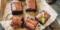 Ces brownies santé sont faits avec un avocat! L'avocat ajoute un bon gras et intensifie le goût du chocolat à la recette. Ils sont délicieux!