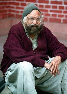 India's best known #Writer, #Journalist and Satirist #Khushwant Singh is no more.. He breath his last today. He was 99. For more information on great personalities visit us at www.smilyo.com