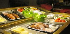 Breakfast buffet Stay Overnight, How To Iron Clothes, Common Room, Breakfast Buffet, Kitchenette, Restaurant, Food, Breakfast Buffet Table, Diner Restaurant