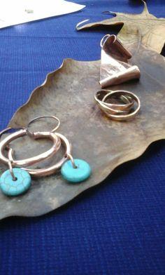 Aros, anillo y colgante en cobre
