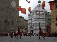 Sbandieratori in Piazza Duomo - Pistoia