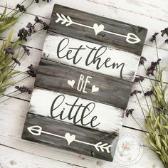 Personalized arrow word wood signs ideas for your home 7 - Savvy Ways About Things Can Teach Us Pallet Crafts, Pallet Art, Wood Crafts, Playroom Signs, Nursery Signs, Nursery Decor, Room Decor, Decoration St Valentin, Arrow Words