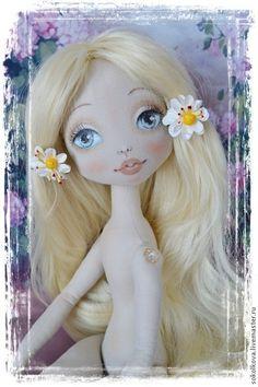 Купить или заказать Мастер-класс по росписи личика текстильной куклы в интернет-магазине на Ярмарке Мастеров. Представляю мой мастер-класс по росписи лица для текстильной куклы. Он создан как продолжение МК по созданию тела текстильной куклы www.livemaster.ru/item/8897769-materialy-dlya-tvorchestva-master-klass-po и может быть приобретён как отдельно, так и вместе с ним. В этом случае, Цена за оба МК - 1830 руб Материал представлен в формате PDF размером 4 Мб Содержит более 50 качес...
