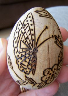 BUG A BOO CORNER: Fun with Wood eggs! *Very cute stuff. She painted a peg doll after burning. It was adorable! K*