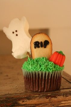 Halloween cupcake idea, could make without | http://best-happy-halloween-days.blogspot.com