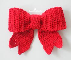 Crochet Big Red Bow - Repeat Crafter Me Big Red Bows make festive decor during the holiday season and now you can crochet one! Hang it on y Crochet Christmas Wreath, Crochet Wreath, Crochet Snowman, Christmas Crochet Patterns, Holiday Crochet, Christmas Bows, Crochet Gifts, Crochet Flowers, Christmas Decorations