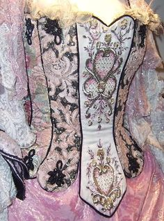 glassprism:    A lovely look at the decorations on the bodice for the US version. Here it seems to be mimicking the tabs of the Elissa costume (or is that just me?). I definitely like this one better, just for how much more opulent it seems than the black lacing types.
