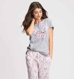 Haut de nuit dans gris clair chiné Cute Lazy Outfits, Cool Outfits, Fashion Outfits, Pijamas Women, Kids Nightwear, Cute Pajama Sets, Night Dress For Women, Womens Pyjama Sets, Casual T Shirts