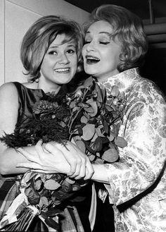 Marlene Dietrich & Gitte Haenning bei den Deutschen Schlagerfestspielen in Baden-Baden, 1963.