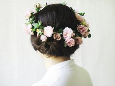 Woodland flower crown bridal head piece features pretty lush pink flowers. Perfect for forest theme weddings.