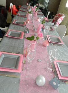 table de f te rose et gris pour mariage ou anniversaire. Black Bedroom Furniture Sets. Home Design Ideas
