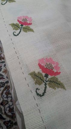 This Pin was discovered by Ümm Cross Stitch Rose, Cross Stitch Embroidery, Embroidery Patterns, Hand Embroidery, Cross Stitch Patterns, Bordados E Cia, Palestinian Embroidery, Bargello, Sewing Clothes