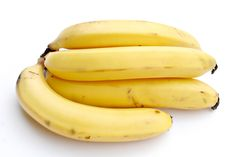 Banana contains three natural sugars such as sucrose, fructose and glucose combined with fiber. Banana is considered to be the substantial boost of energy. A banana is equal to strenuous 90 minutes… Healthy Foods To Eat, Healthy Dinner Recipes, Healthy Eating, Healthiest Foods, Easy Recipes, Paleo Food, Diet Foods, Delicious Recipes, Healthy Pregnancy Snacks