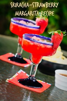 Sweet with a kick! This Sriracha-Strawberry margarita is a must-try Cinco de Mayo recipe! Margarita Recipes, Cocktail Recipes, Sweet Cocktails, Drink Recipes, Summer Drinks, Fun Drinks, Beverages, Cocktail, Gastronomia