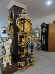 PORCELAIN AND BRONZE GRANDFATHERS CLOCK Unique Clocks, Vintage Clocks, Interior Design Inspiration, Design Ideas, Bronze, Clock Decor, Antique Watches, Decorative Objects, Home Goods