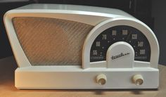 TRUETONE Model D2018 Radio Boomerang 1950