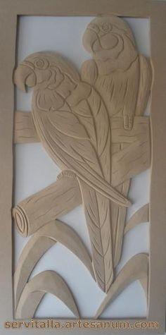 Cuadro guacamayas tallado en madera - artesanum com Wood Carving Designs, Wood Carving Patterns, Wood Carving Art, Wood Art, Clay Projects, Clay Crafts, Wood Crafts, Diy And Crafts, Arts And Crafts