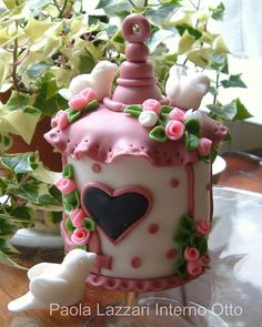 birdhouse cake, can copy in clay.