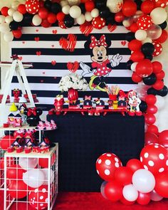 Festa da Minnie vermelha: 85 ideias para celebrar com charme Minni Mouse Cake, Mickey Mouse Cupcakes, Minnie Mouse Theme, Mickey Mouse Parties, Mickey Party, Disney Parties, Mickey Cakes, Mickey Mouse Birthday Theme, Minnie Mouse Birthday Decorations