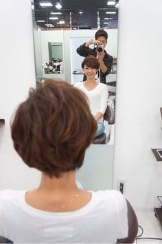Pin on hair style 私たちに従ってください Pin on hair style 私たちに従ってください Short Bob Cuts, Short Hair With Layers, Short Hair Cuts For Women, Girl Short Hair, Short Hair Styles, Short Hairstyles For Women, Girl Hairstyles, Growing Out Hair, Belle Hairstyle